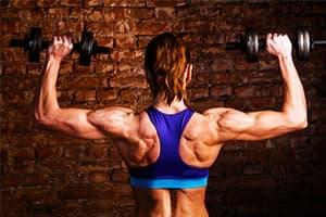steroid-addict-woman-lifting-weights